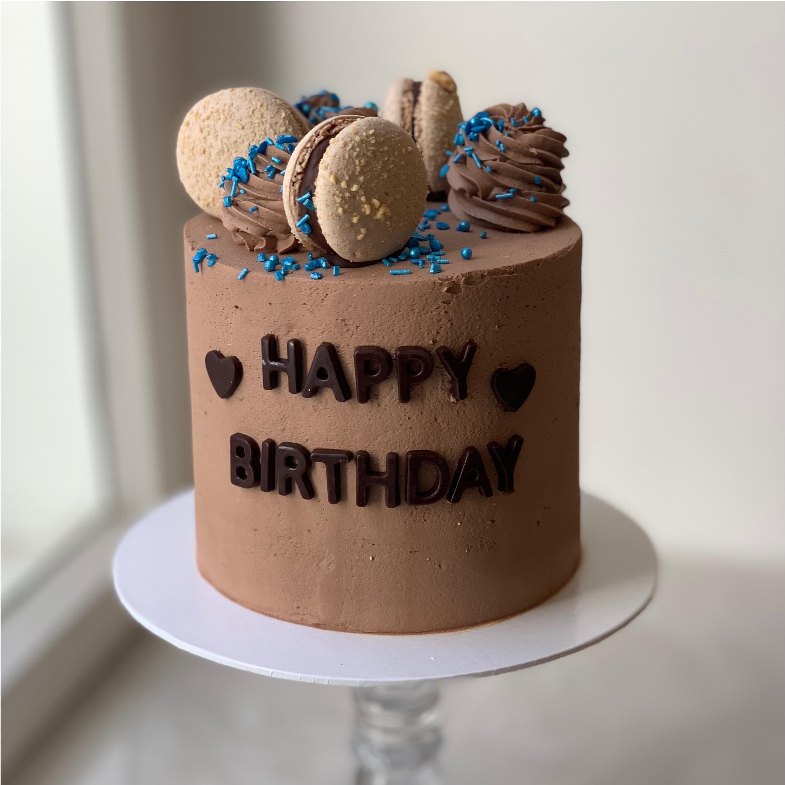 "Torte ""Happy Birthday"" in braun"
