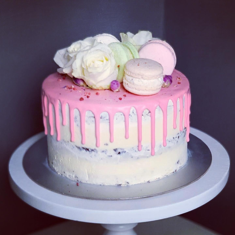 """Torte """"Drip mit Blumen"""""""